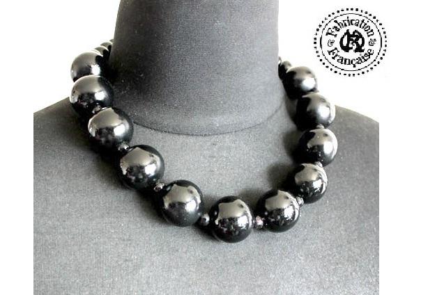 collier court en grosses perles de bois noirs style roots maryse richardson cr ations paris. Black Bedroom Furniture Sets. Home Design Ideas
