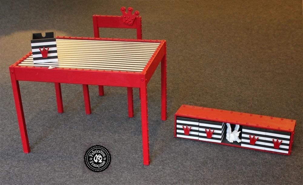 Ensemble bureau enfant pièces bois peint rouge incrustations d